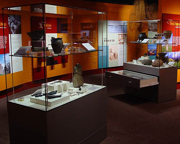 MD15 Temper Glass Museum Display Case