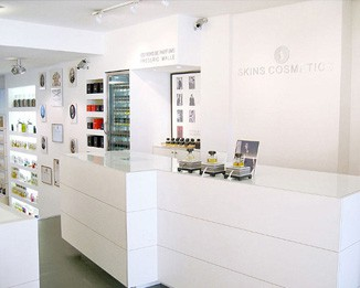 CM66 White Cosmetic Store Merchandising Displays