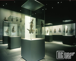 MB44 Profession Custom High End Fashion Museum Glass Display Stand
