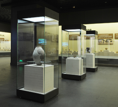 MB13 Profession Custom High End Quality Museum Glass Display Showcase Systems