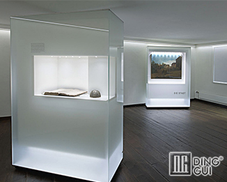 MB55 Profession Custom High End Glass Display Showcase Units For Museum