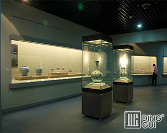 MB76 High End Modern Museum Display Case System
