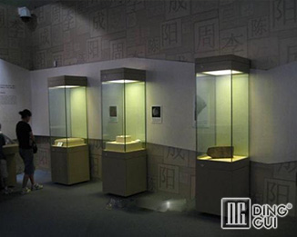 MB80 Custom High End Quality  Museum Display Showcase Design