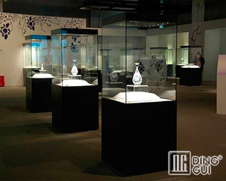 MB102 Custom High End Quality Glass Display Showcase For Museum