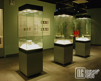 MB110 Profession Custom High End Luxury Museum Glass Display Cabinet