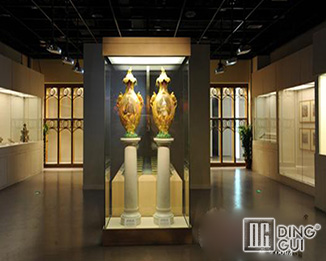 mb111 Custom Design Museum Quality Glass Display Showcases
