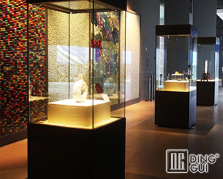 MB114 Custom Design High End Museum Quality Display Cases